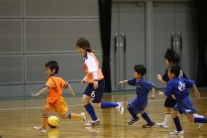 さっさコーチ(川添沙織莉選手)を追いかける子供達です。