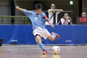 左右両足のキック力だけでなく、鮮やかなループシュートで会場をうならせたアスルクラロ沼津の吉田選手。